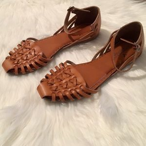 American Eagle O Huarache sandals size 9